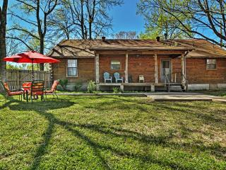 Welcoming 3BR Cabot Log Cabin on 1.25 Acres w/Wifi, Huge Private Fenced Yard & Extensive Front/Back Porches - Easy Access to Shopping, Beebe, Heber Springs & Little Rock Attractions!