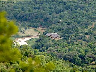 Private Safari Lodge for Family;2 bedrooms; Wildlife galore in Kwa Zulu-Natal, Pongola