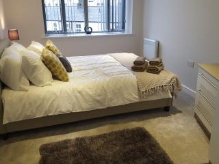 Luxury Serviced Apartment, Bradford