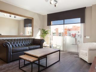 Amazing Boutique Apartment Steps Away To Major Sightseeing's