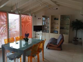 Apartment 1km from the beach. Modern with terrace