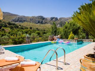 Private pool,Kids area,Great Views,Tavern,Market