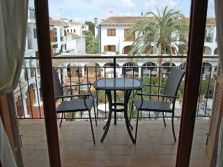 Villamartin Plaza 1 bed Spacious Apt Golf, Sun, Good Food  Views in Plaza