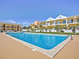 Vibrant well-appointed Apartment, Albufeira, Guia