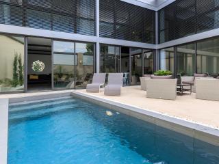 Villa-Loft contemporaine avec piscine 5 etoiles, Villeneuve-les-Avignon
