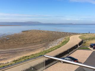 Designer Apartment with sea views, Llanelli