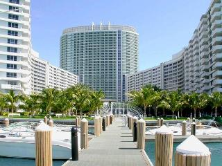 Bay View & Balcony Flamingo South Beach 2/2 Condo, Miami Beach
