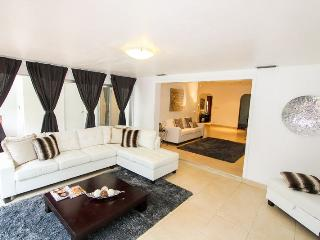 5 min drive to beach, Promo  3900 May 23-31, North Miami
