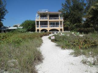 Beautiful luxury beach front condominium, Anna Maria