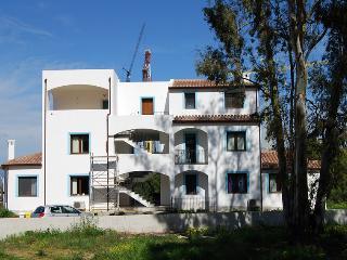 CASA AZZURRA NEL BOSCO AL MARE - BILOCALE 3 P PRIM, Arbatax