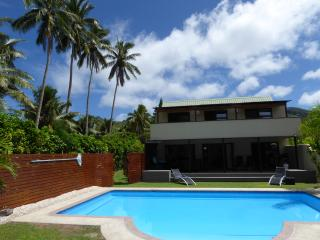 Taakoka Muri Beachfront Villa with 2 x Pools !