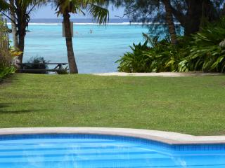 pool # 1 - relax in your own large lagoon facing pool just steps from the famous Muri Beach !