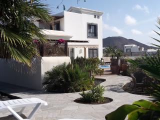 Playa Blanca Villa, Pool, WiFI, Sea View, Garden