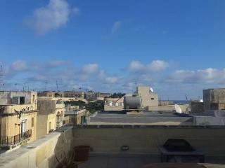 Townhouse 5 minute walk to Valletta