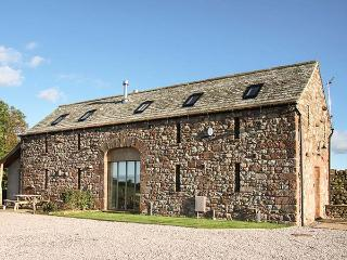 CORN RIGG COTTAGE, woodburning stove, pet-friendly, countryside views, Ousby, Ref 935096