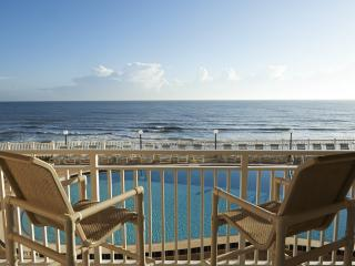 **Direct Oceanfront** A  View & 10 Steps to Beach!, Satellite Beach
