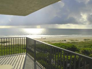 PENTHOUSE...CORNER UNIT...DIRECT OCEANFRONT, Cape Canaveral