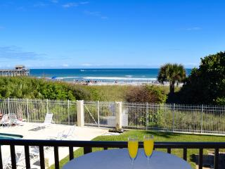 ** DIRECT Ocean Corner Unit - Right by the Pier **, Cocoa Beach