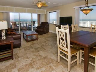 AMAZING Oceanfront views - Corner Unit - Renoavted, Satellite Beach