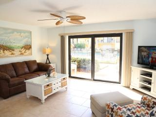 Renovated ---Ground Floor Unit    Large Heated Pool, Cocoa Beach
