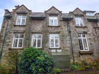 HOLLY DAZE, two-storey apartment, dog-friendly, close to pub, great access to