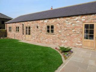 MISTAL COTTAGE single-storey, en-suite wet room, barn conversion, open plan