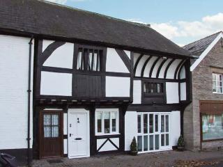THE QUEEN'S TRUSS, luxurious cottage, Grade II* listed, original beams, Weobley,