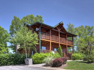 5BR/5BA Luxury Log Cabin in the Smokies!, Sevierville