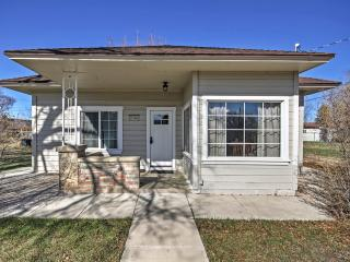 New Listing! Cozy & Comfortable 3BR Panguitch House w/Wifi, Covered Porch & Secluded Backyard! Great Location - Close to Nat'l Parks (Bryce Canyon & Zion), Skiing & More! Just 1 Block from Main Street Shops & Restaurants