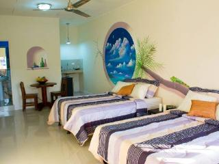 PRIVATE, STEPS FROM BEACH AND SHOPS, Jaco