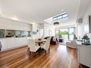 EDEN1 - Modern, Spacious 2BR Apartment, Crows Nest