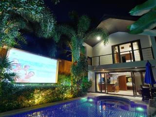 Beachside Villa Tawan (with outside cinema)