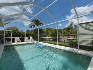 Gorgeous Pool Home- 1.1 miles to Pristine Beaches!