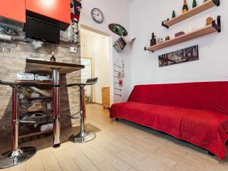 Cozy holiday apartment ELESTE in historical center