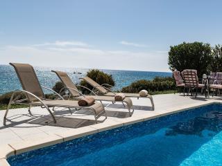 Seafront 4 bdr Villa Rozalia in Coral Bay