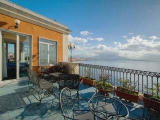 """""""Splendid Belvedere"""" attico di fronte al Vesuvio, Naples"""