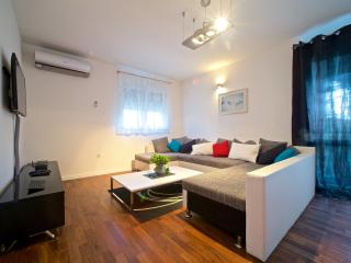 New! Modern luxury apartment 5min. from center