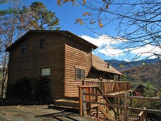 Bearway to Heaven    Mtn Views, Pool Table, Hot Tub, WiFi   Free Nights, Gatlinburg