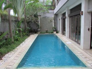 Lima Puri Deluxe 3 bedrooms Villa, Near Beach, Kerobokan