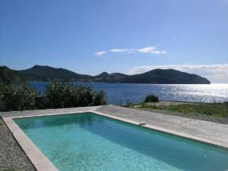 Waterfront home,sleeps 8 private pool,nr shops walking distance to the beach