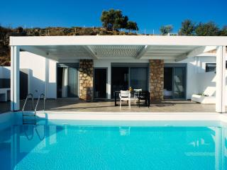 Beautiful villa - private pool and ideal sea view