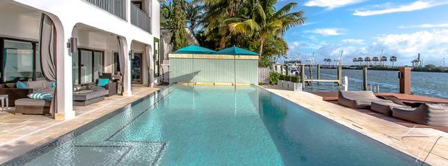 Beautiful Five Bedroom Property, Miami Beach