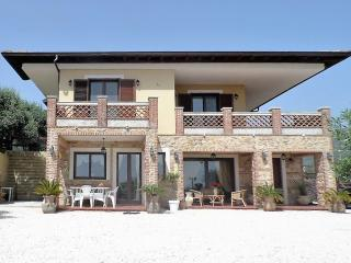 VILLAPERLAJONICA Wonderful Villa & Pool breathtaking Views & Wonderful Holiday!, Taormina