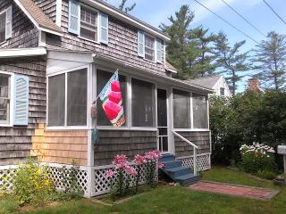 Charming Beach Cottage Steps From the Water!, Saco