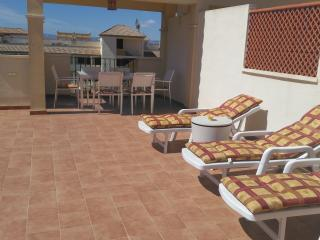 Relax and enjoy in the peaceful village of Roda with the amenities of beautiful Los Alcazares nearby