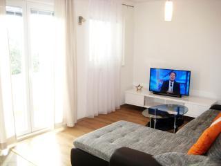 SeaView 3 bedroom Apt close to Trogir & Split, Kastel Kambelovac