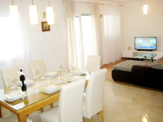 SeaView 3 bedroom Apt close to Trogir & Split, Kastel Kambelovac