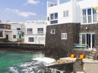 Stunning view, beach front, quaint fishing village, Punta Mujeres