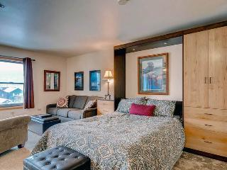 Affordable Breckenridge Studio Ski-in - RE205