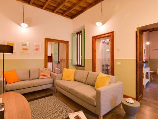 Spacious apartment in Campo de fiori with 6 bedrooms. Up to 14 guests